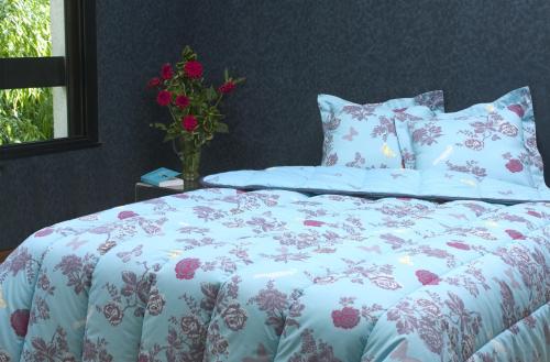 couettes coton imprim es double face. Black Bedroom Furniture Sets. Home Design Ideas